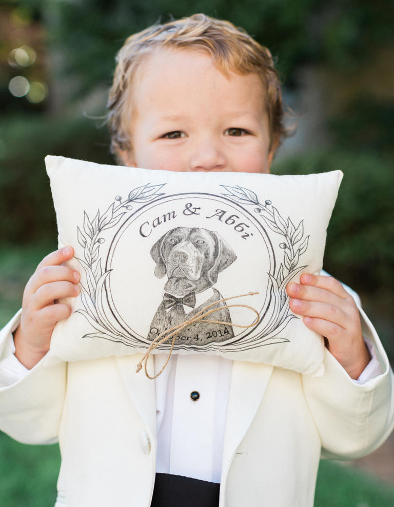 7 Ways to Include Your Dog Into Your Wedding Day Decor